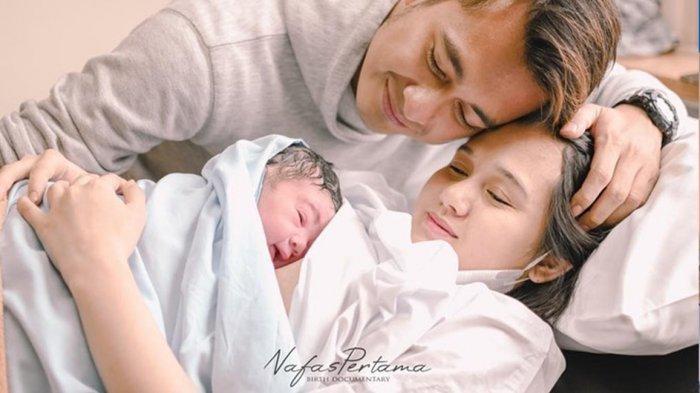 Istri Artis Eza Gionino Melahirkan Anak Kedua, Intip Foto-foto Bayinya