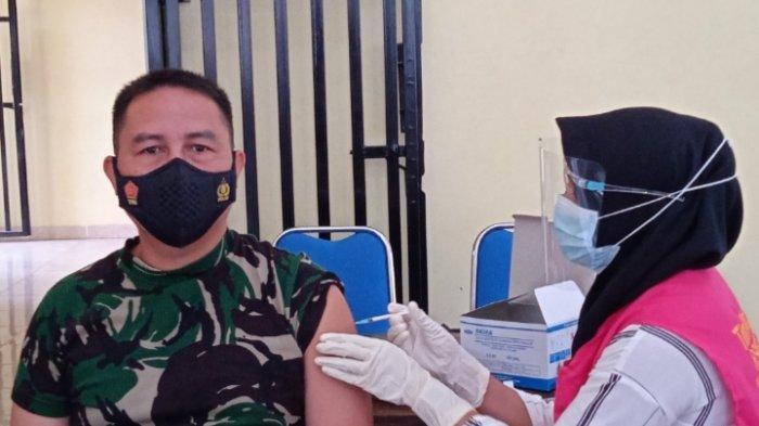 Jadi Orang Pertama Divaksin Covid Tahap II di Lampung Timur, Darwis: Aman-aman Saja