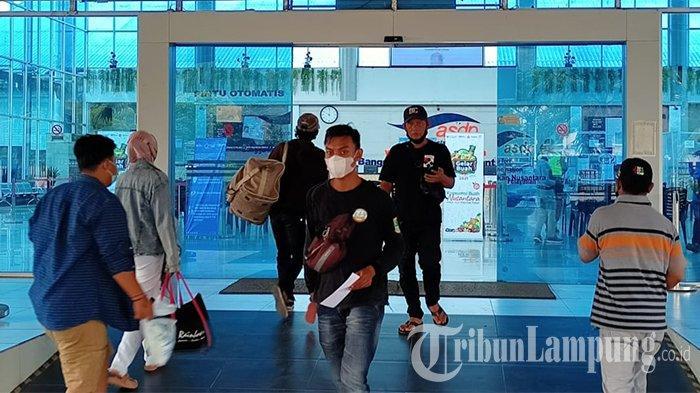Pengguna Jasa Tak Bisa Bawa Anak Menyeberang Melalui Pelabuhan Bakauheni Lampung