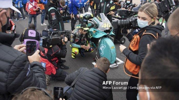 JADWAL MotoGP 2021 Aragon, Valentino Rossi Salah Pilih Ban saat Balap di Silverstone