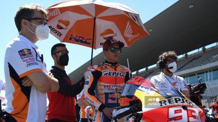 Ilustrasi Marc Marquez saat menunggu dimulainya balapan MotoGP Portugal pada 18 April 2021.