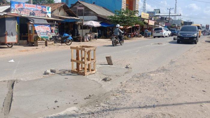 Respon Cepat Pasca Diberitakan, Jalan Berlubang di Simpang Pematang Langsung Ditambal Pemkab