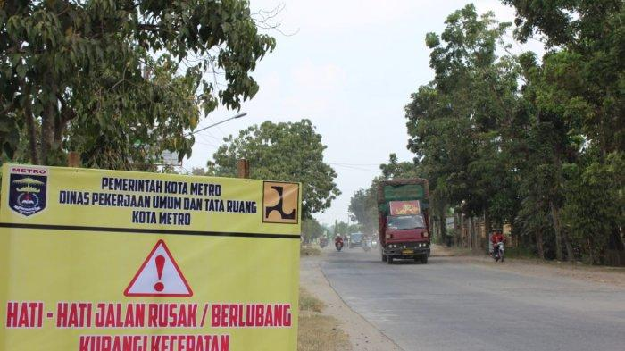 Wahdi Upayakan Perbaikan Jalan Budi Utomo Metro Lampung