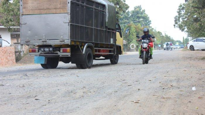 Jalan Budi Utomo Metro Lampung Rusak Parah, Warga: Saya Sampai Hafal Lubangnya