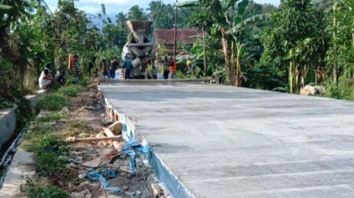 Pemkab Tanggamus Lampung Perbaiki Jalan Menuju ke GOR dengan Rigid Beton
