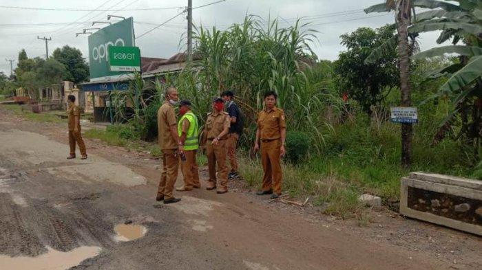 Jalan Ronggolawe-Tugu Kuning Banjar Agung Tulangbawang Mulai Digarap Sejauh 1,2 Km