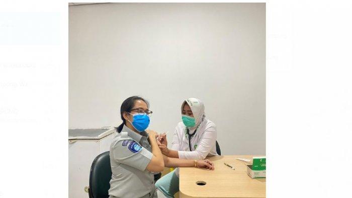 Kepala Jasa Raharja Lampung Margareth Panjaitan Lakukan Vaksin di RS Hermina