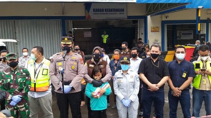Kacab JR Lampung Turut Menjemput Kedatangan 2 Jenazah Korban SJ182