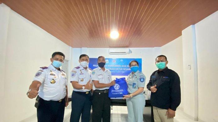 Jasa Raharja, Dishub, dan BPTD Lampung Serahkan Bantuan Paket Sembako untuk Awak Angkutan Umum