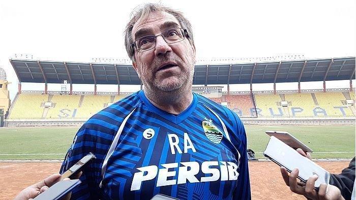 Pelatih Maung Bandung Soroti Kinerja Wasit Pada Laga Persita Vs Persib Liga 1 2021