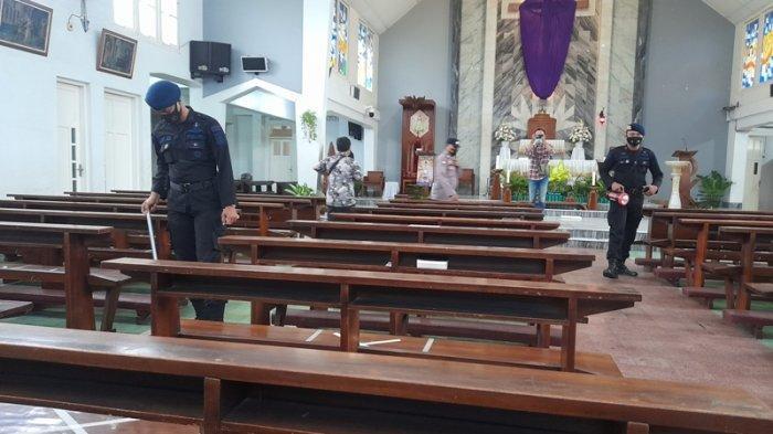 Jelang Misa, Tim Gegana Satbrimbomda Polda Lampung Sisir Sejumlah Gereja di Bandar Lampung