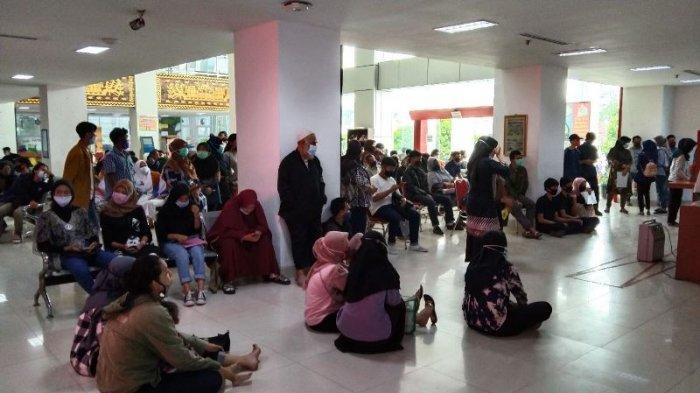 Jelang Pilkada, Disdukcapil Bandar Lampung Diserbu Warga untuk Perekaman e-KTP