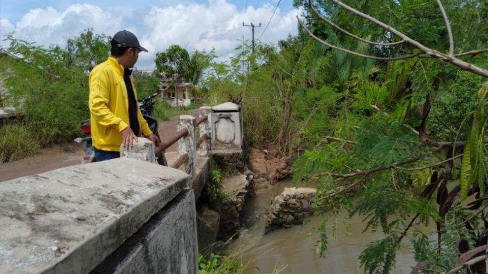 Warga Kuala Teladas Keluhkan Dua Jembatan di Kampung Mereka Nyaris Putus