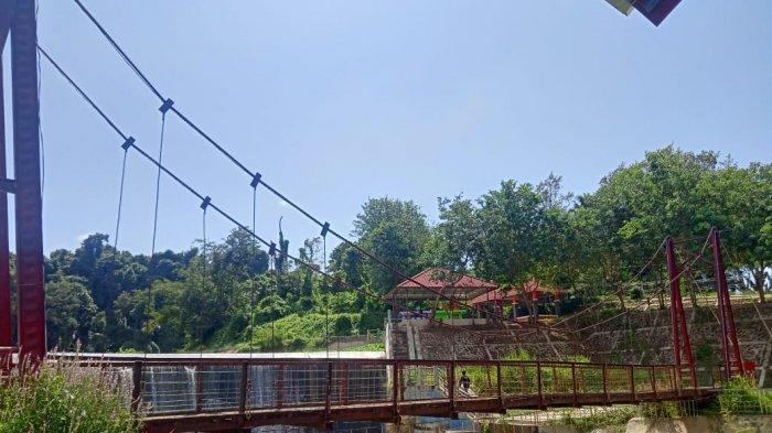 Waspada, Jembatan Wisata Sumur Putri Bandar Lampung Berlubang