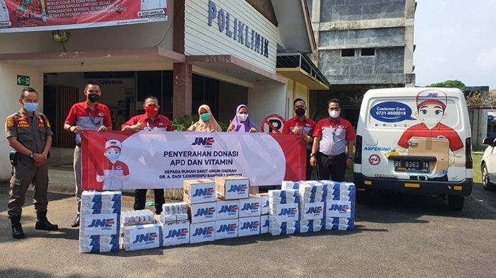 JNE Bandar Lampung Beri APD dan Vitamin ke RSUD A Dadi Tjokrodipo