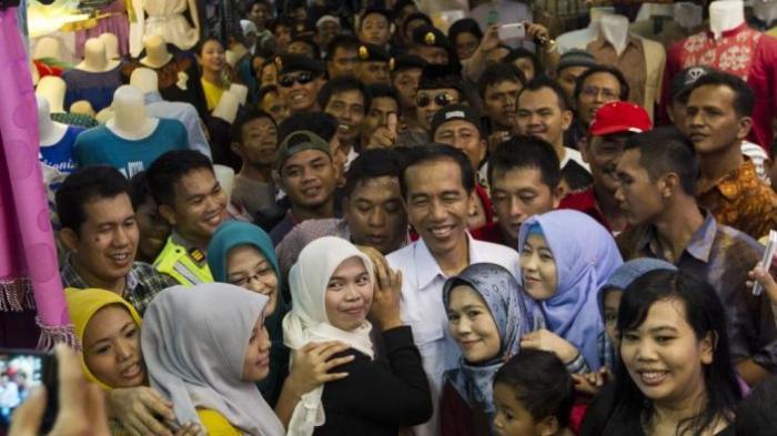 Jokowi Blusukan Beli Tas untuk Istri, Harga Rp 60 Ribu Ditawar Rp 75 Ribu