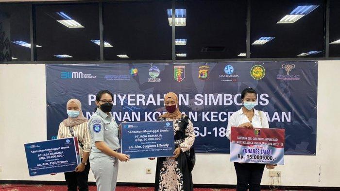 Fahrizal Darminto Serahkan Santunan 3 Warga Lampung Korban SJ182
