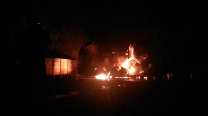 Kebakaran di Gudang Solar Lempasing, Tinggi Api Mencapai 15 Meter