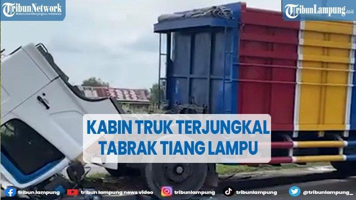 Truk Fuso Kecelakaan Tabrak Tiang Lampu di Ogan Ilir, Sopir Selamat