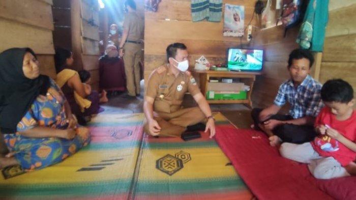 Kadis Kesehatan Pesisir Barat Pantau Warga di Kecamatan Lemong Yang Terserang Wabah Diare