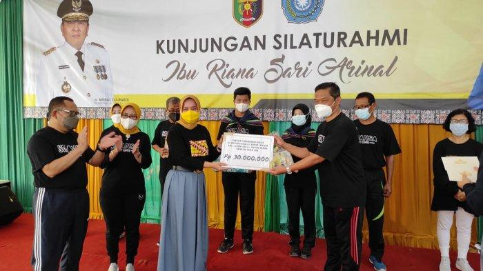 Kadisdikbud Sulpakar Meminta Pelajar Mengukir Prestasi Seperti Istri Gubernur, Ini Pesan Ketua PKK Lampung Riana Sari Arinal untuk Siswa SMAN 1 Bandar Lampung