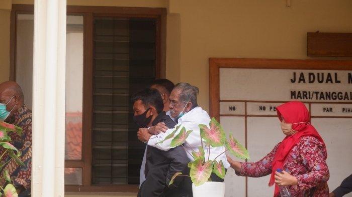Lihat Kakek Koswara Digendong Mantu dan Tiga Anaknya Cuek, Kang Emil Sampai Ucapkan Kalimat Begini!