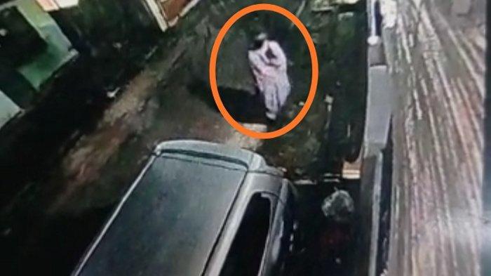Kamera CCTV Rekam Kawanan Pencuri yang Satroni Rumah di Bandar Lampung