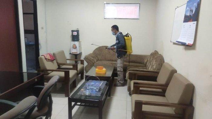 Kantor KPU Lampung Disemprot Disinfektan, Tutup Sementara Selama 3 Hari
