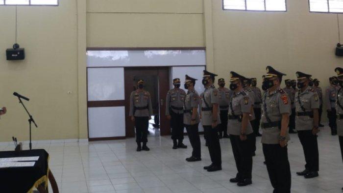 Di Akhir Jabatan, Kapolres Lampung Timur AKBP Wawan Sertijab 4 Perwira
