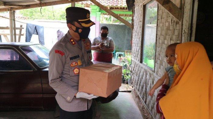 Polres Lamteng Salurkan 500 Paket Sembako Bagi Warga Terdampak Covid-19