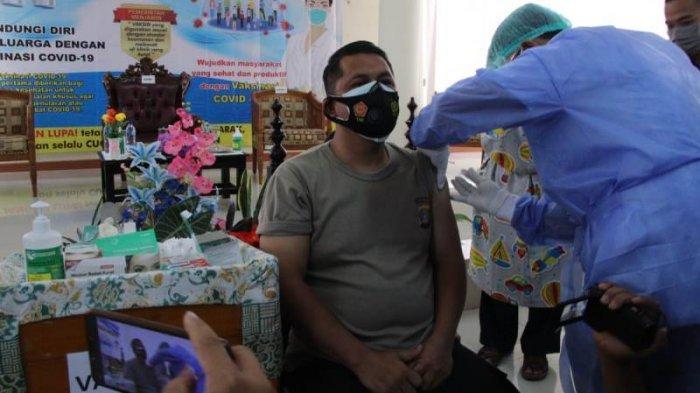 Kapolres Pringsewu Jadi Penerima Vaksinasi Covid-19 Pertama di Pringsewu