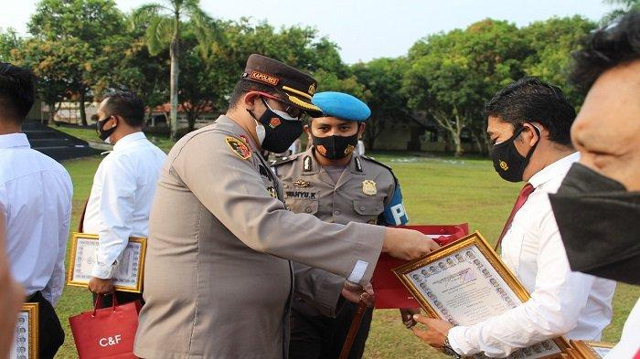 Kapolres Way Kanan Lampung Beri Penghargaan 9 Personel Berprestasi, 'Berhasil Ungkap Curas'