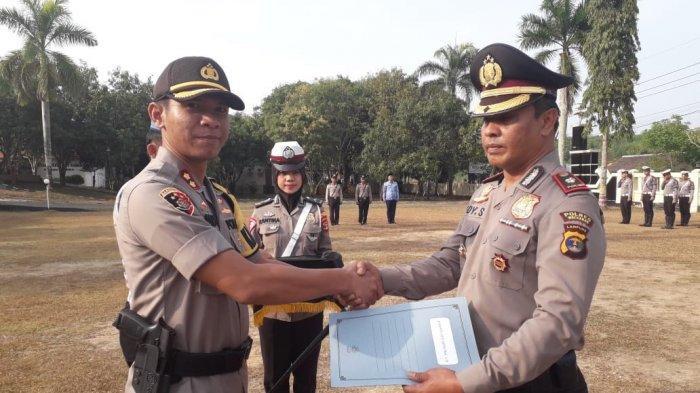 Kapolsek Blambangan Umpu dan Bintara Polsek Baradatu Sabet Penghargaan dari Kapolres Way Kanan