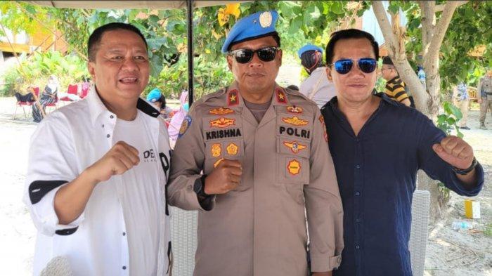 Kepala Biro Misi Internasional Brigjen Pol Krishna Murti (tengah) bersama owner Pulau Tegal Mas Thomas Azis Riska (kiri) dan pengusaha Fitno Fabulous seusai acara pembaretan pasukan Garuda Bhayangkara FPU 3 Minusca di Pulau Tegal Mas, Sabtu (28/8/2021).