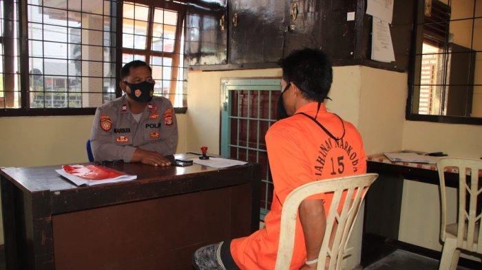Warga Kampung Sri Way Langsep, Kecamatan Kalirejo, Kabupaten Lampung Tengah diperiksa di Mapolsek Pringsewu Kota karena diduga melakukan perbuatan asusila terhadap gadis 17 tahun.