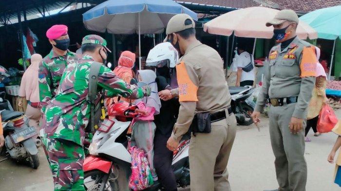 Satgas Covid 19 Patroli Prokes Hingga ke Pasar Tempel Kelurahan Waydadi