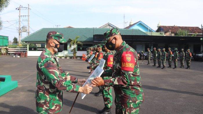Dandim 0410/KBL Kolonel Inf Romas Herlandes Beri Apresiasi dan Penghargaan kepada Prajurit Teladan