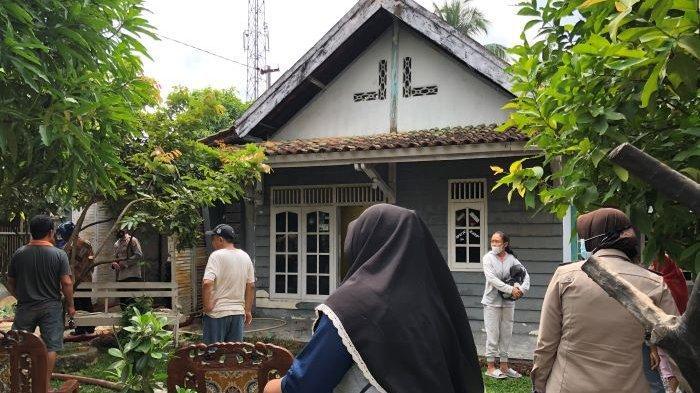 BREAKING NEWS Rumah di Kotabumi Lampung Utara Terbakar