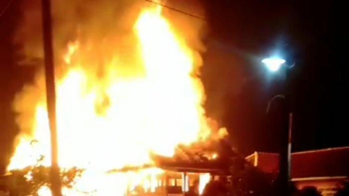 Rumah Panggung di Cukuh Balak Tanggamus Terbakar, Kerugian Ditaksir Rp 700 Juta