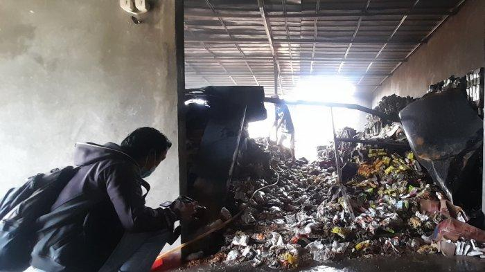 BREAKING NEWS Gudang Makanan di Bandar Lampung Terbakar, Ribuan Mi Instan Ludes