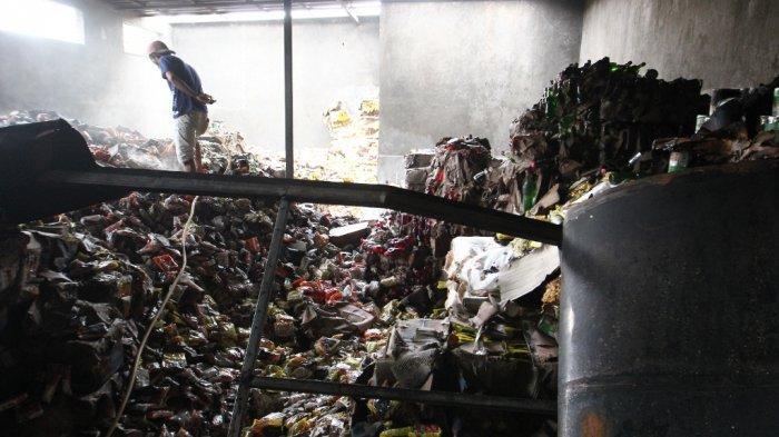 Kebakaran Gudang Makanan di Bandar Lampung, BPBD Terjunkan 32 Personel