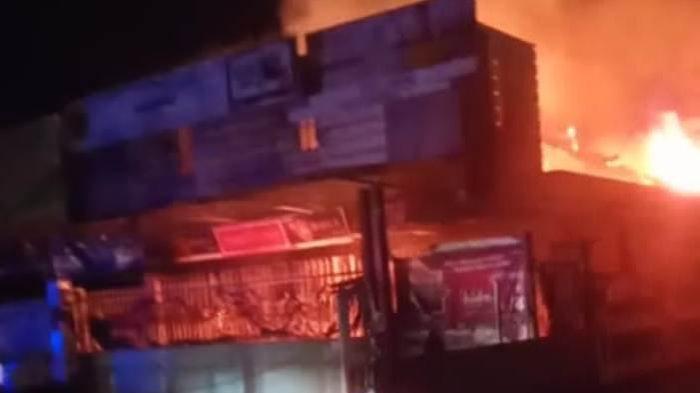 2 Mobil Damkar dari Natar Diterjunkan untuk Padamkan Api di Tanjung Bintang