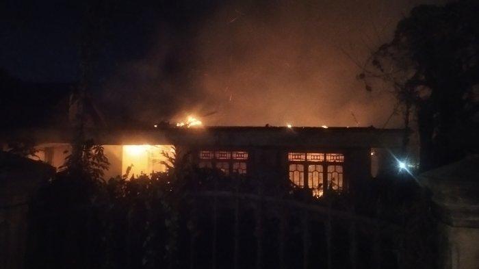BREAKING NEWS Api Lalap Rumah Kosong di Desa Hajimena Natar Lamsel