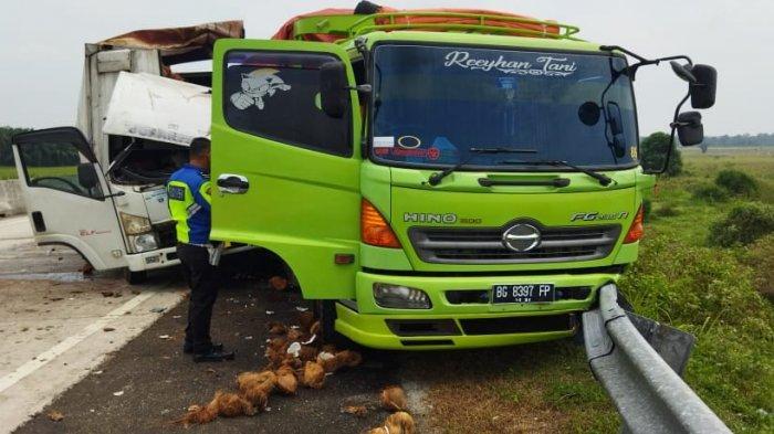Kronologi Kecelakaan di Tol Bakter Lampung Selatan, Truk Boks Tersangkut di Badan Fuso