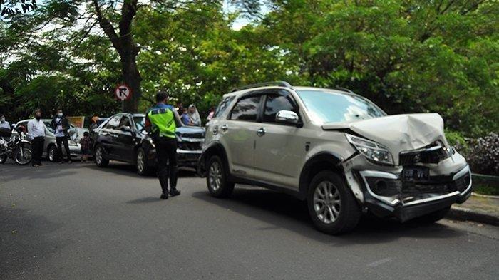 Kecelakaan Beruntun 5 Mobil di Kota Bogor