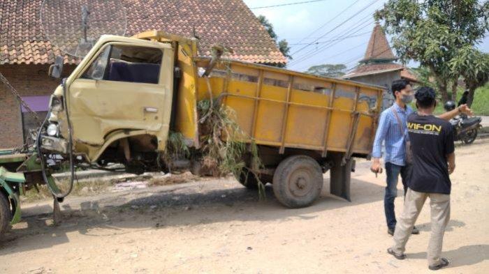 Kecelakaan beruntun yang terjadi di Jalan Pangeran Tirtayasa, Campang Jaya, Kecamatan Sukabumi, Bandar Lampung diduga dipicu sebuah truk tangki bermuatan tetes tebu yang tak kuat menanjak, Jumat (16/7/2021).