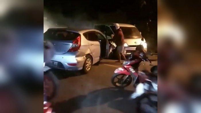 Korban Kecelakaan Tergeletak di Jalan, Pria Berpeci Putih Bacakan Ayat-ayat Suci