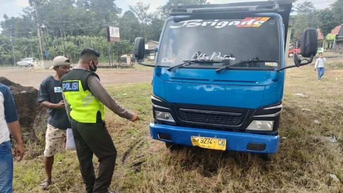 BREAKING NEWS Kecelakaan di Jalinsum Lampung Selatan, Truk Colt Diesel Tabrak Pengendara Motor