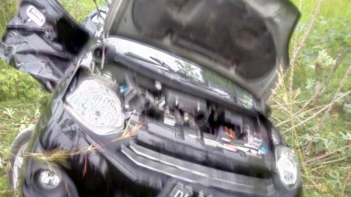 Daihatsu Ayla yang Mati Mesin Ringsek Ditabrak Kereta Barang