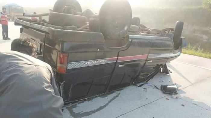 Kecelakaan di Tol Lambu Kibang – Menggala, Mobil Kijang Terbalik saat Antar Nasi Kotak